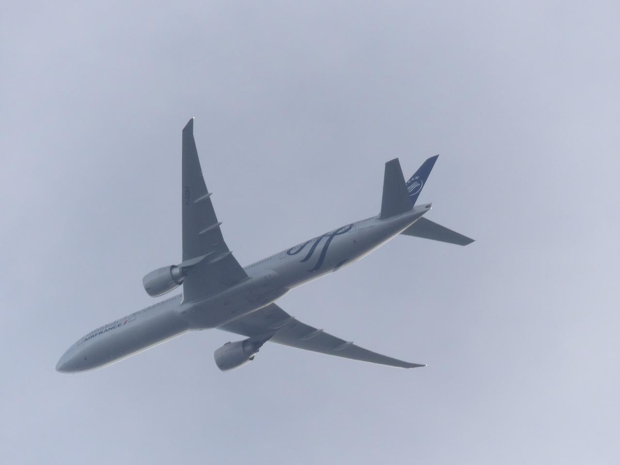 """Avion """"Spotté"""" du Jardin. 670108Boeing777FGZNT1"""