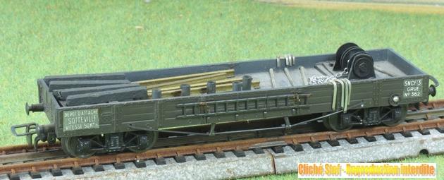 Wagons plats à bogies zamak chargés 672893VBzamakTPUSplatgrueIMG3149