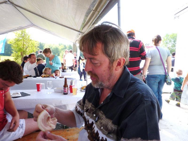 Photos de la rencontre à Ghlin 04 09 2010 - Page 2 674115Tchynyss_hesite
