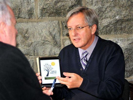 Le Maire de Saguenay perd son combat pour réciter la prière au Conseil - Page 2 676058livre