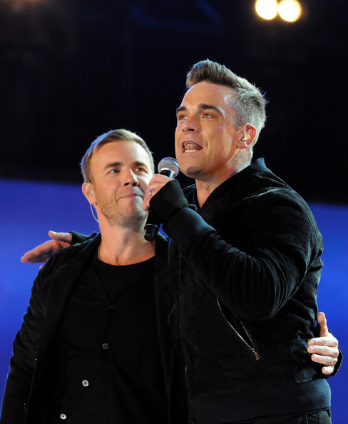 Robbie et Gary au concert Heroes 12-09/2010 676325Gary_Barlow_Heroes_Concert_Show_jqLAGprsfKvl