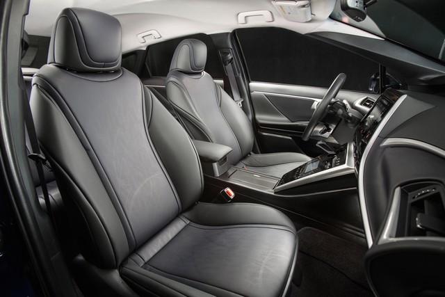 """Toyota se projette dans le futur avec la berline à pile à combustible 'Mirai'"""" 6786272016ToyotaFuelCellVehicle024"""