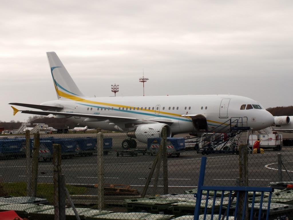 [21/12/2013] A319CJ (9H-AVK) Comlux    692414Decembren7072