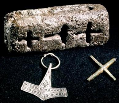 Énigme n°10 - Moule pour les croix chrétiennes et marteaux de Thor 693253Moule