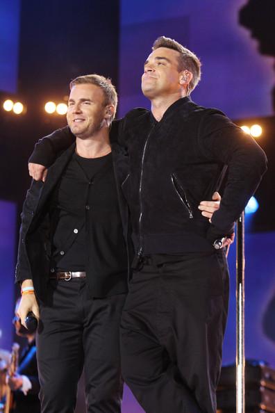 Robbie et Gary au concert Heroes 12-09/2010 700929Gary_Barlow_Heroes_Concert_Show__HzefwOtmVnl