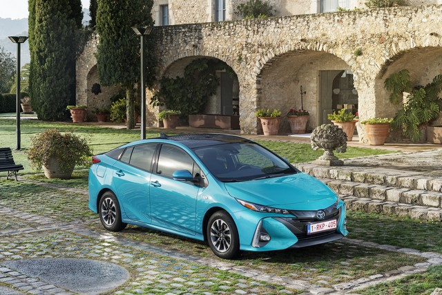Toyota Annonce Les Prix De La Nouvelle Yaris 7028312017priusphvaquastatic01