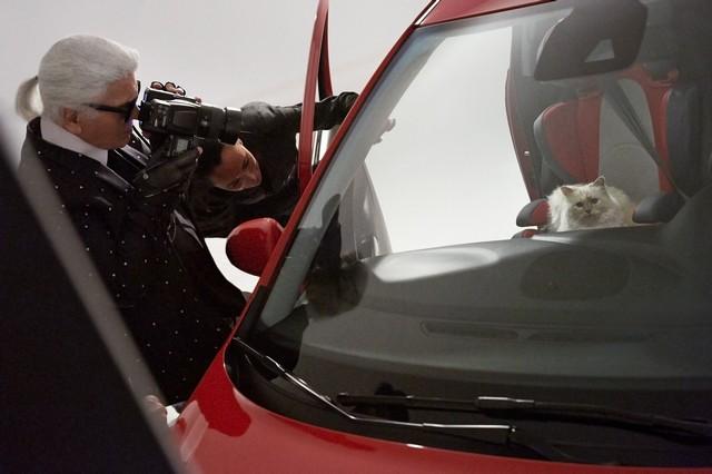En coulisses avec l'Opel Corsa, Karl Lagerfeld et Choupette, top model 707375OpelCorsaLagerfeld293233