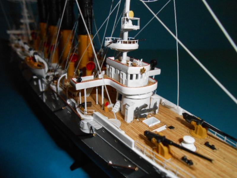 """Croiseur Russe """"VARYAG"""" 1/350 PE + Pont en bois de chez Zvezda 708590Croiseur004"""