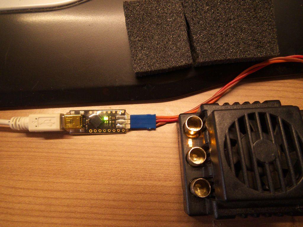 Nettoyer et changer le câble de son controleur Mamba Monster 710801Test