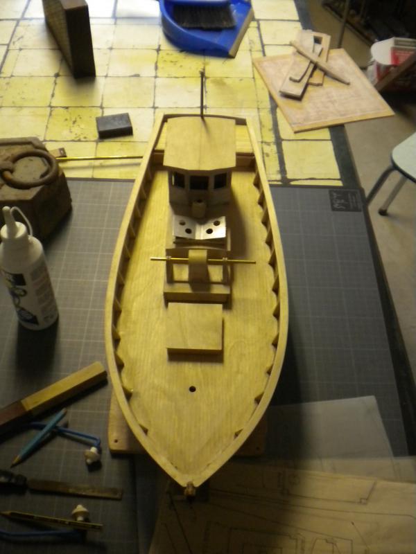 barque chalutiére au 1/20è d'après plans - Page 5 714498DSCN2222