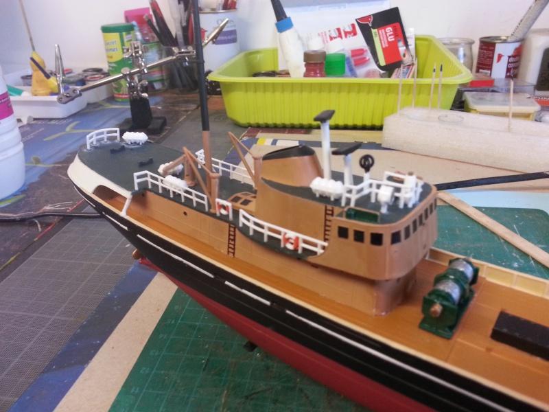 NorthSea Fishing Trawller de Revell au 1/142° - Page 2 719648CH18