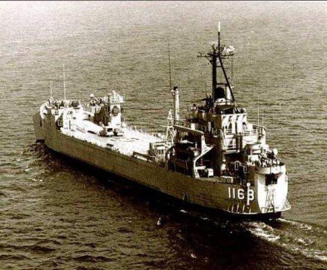 LANDING SHIP TANK (LST) CLASSE NEWPORT  725339USSWexfordCountyLST1168