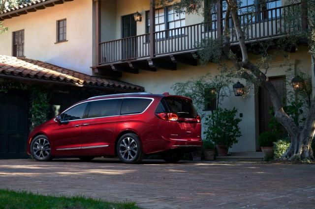 Nouveau minivan chez Chrysler pour 2017 725990chryslerpacifica201774aea0a01x
