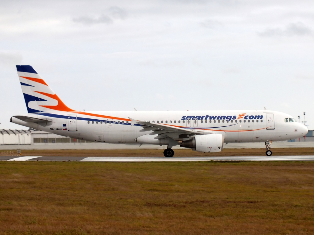 [20/05/2013] A320 (OK-HCB) Smart Wings 727540Decembren7067