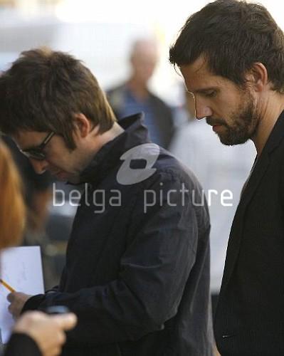 Jason et Noel Gallagher à Londres 25.09.2009 73883215546683_vi