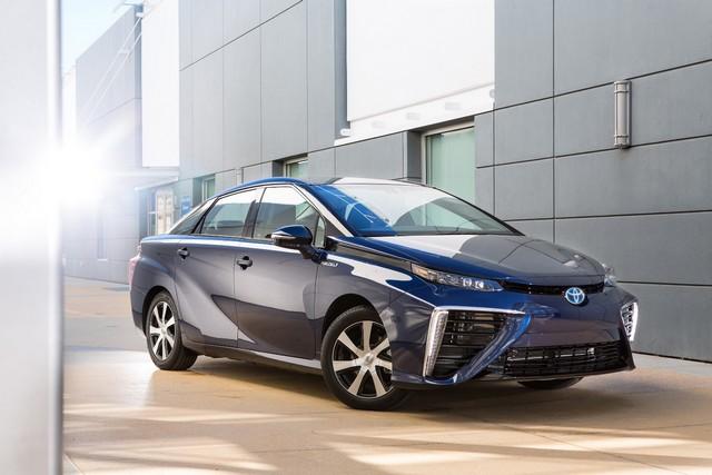 Toyota : La voiture du futur est là. Elle s'appelle 'Mirai  7398642016ToyotaFuelCellVehicle001