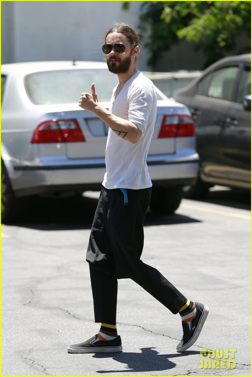 Jared Leto - Beverly Hills 15 Mai 2014 [photos]  744006jaredletocanmakedropcrotchpantsthenewtrend04