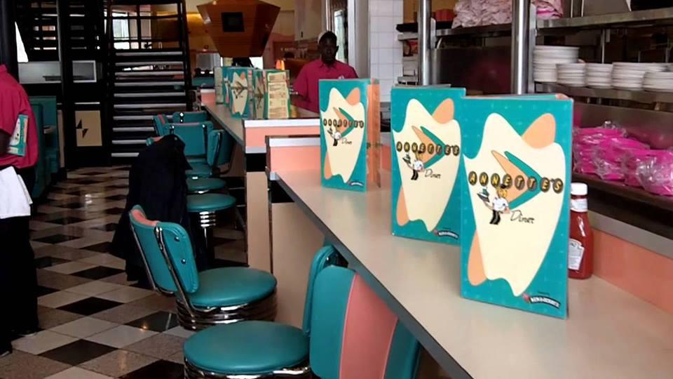 Annette's Diner (Disney Village) - Page 7 7446822131778217664198300647182267910104884392199n