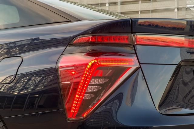 """Toyota se projette dans le futur avec la berline à pile à combustible 'Mirai'"""" 7489392016ToyotaFuelCellVehicle039"""