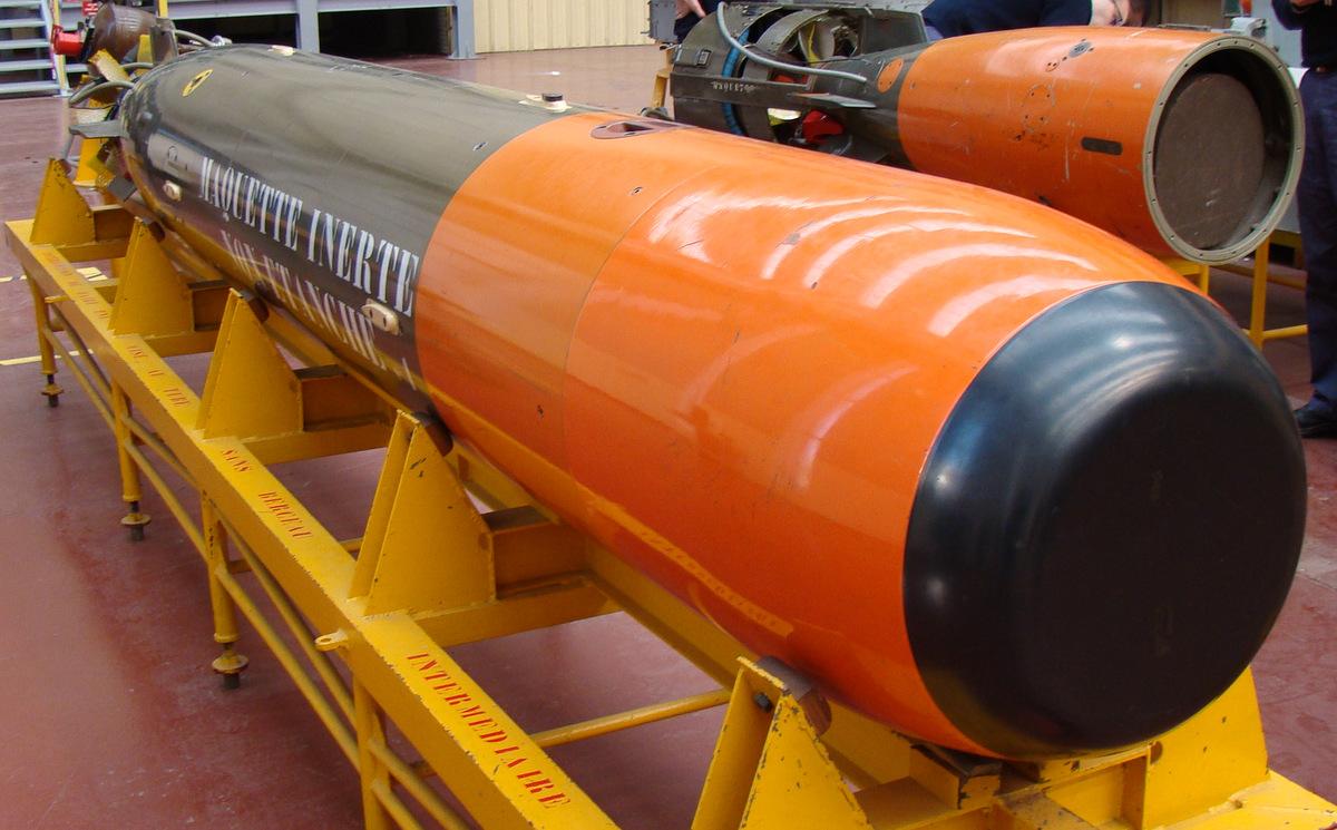 [ Les armements dans la Marine]  Hall missiles C.I.N. St. Mandrier  750479DSC04216