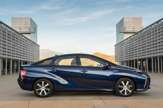 """Toyota se projette dans le futur avec la berline à pile à combustible 'Mirai'"""" 7509652016ToyotaFuelCellVehicle028"""