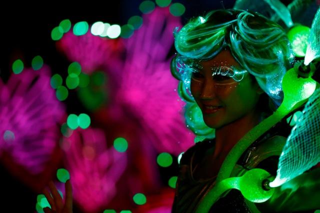 [Hong Kong Disneyland] Nouvelle parade nocturne : Disney Paint the Night (1er Octobre 2014)  - Page 4 751395dptn1