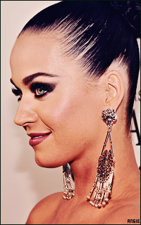 Ma petite galerie des horreurs - Page 10 751812KatyPerry6