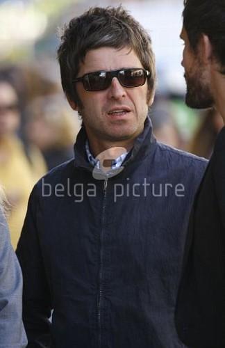 Jason et Noel Gallagher à Londres 25.09.2009 75403715546765_vi