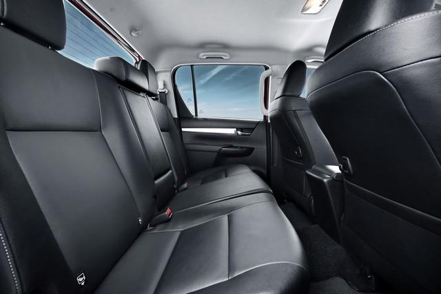 Nouveau Toyota Hilux 755268HILUXInterior03DPL