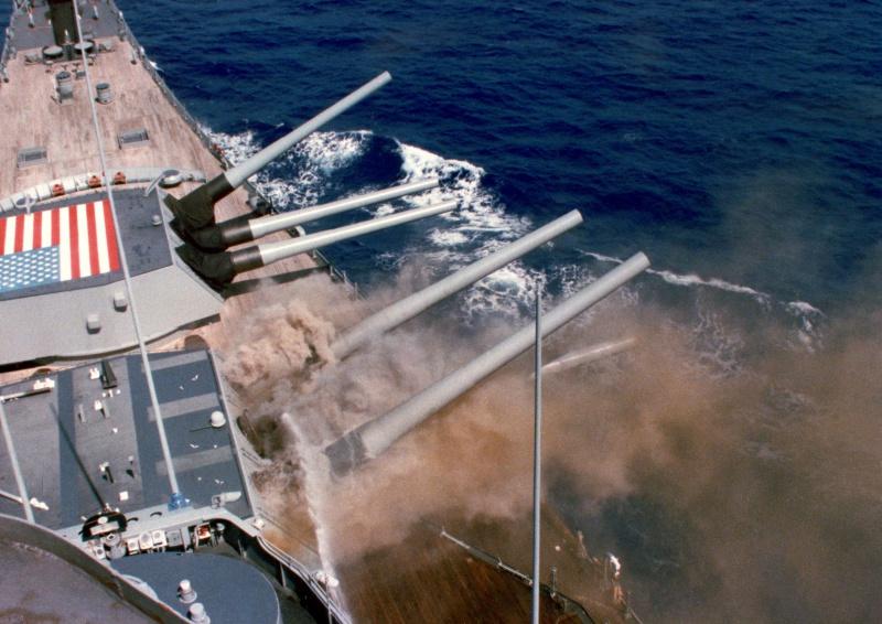 US NAVY CUIRASSES CLASSE IOWA  761566USSIowaexplosion1989