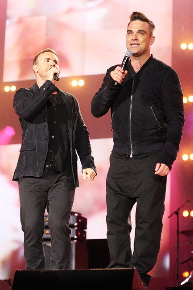 Robbie et Gary au concert Heroes 12-09/2010 761902Gary_Barlow_Heroes_Concert_Show_Urqis_FlFxfl