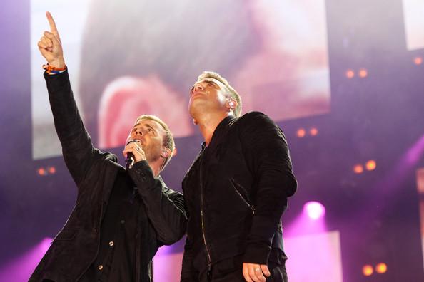 Robbie et Gary au concert Heroes 12-09/2010 776181Gary_Barlow_Heroes_Concert_Show_QPaVErHaoASl