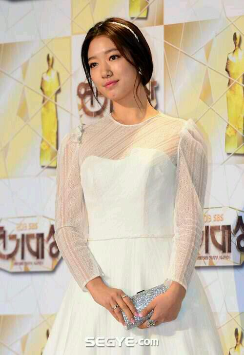 Park Shin Hye au SBS Drama Awards 2013 776775Bczvem1CEAA5SW9