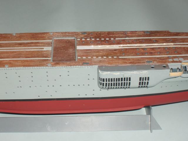 Le porte avions BEARN de l' ARSENAL/NAVIRES ET HISTOIRE 783444dio010