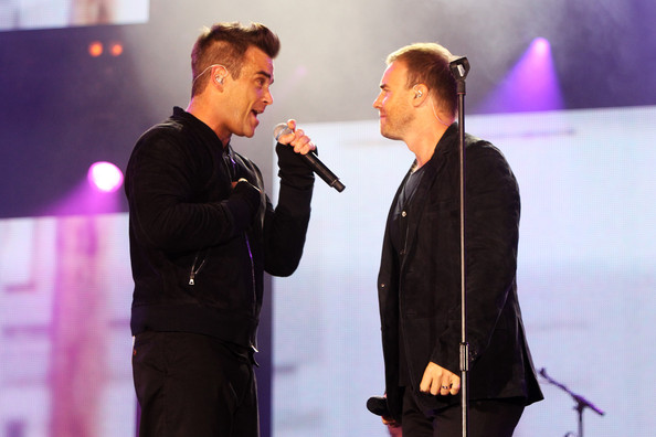 Robbie et Gary au concert Heroes 12-09/2010 786766Gary_Barlow_Heroes_Concert_Show_8Pvcf1YlSsWl