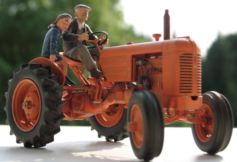 Tracteur CASE VAI 1943 version civile - Thunder Model 1/35 789224IMG0105