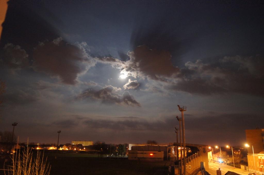 2013: le 26/04Lumière étrange dans le ciel  - Dunkerque (France)  790534DSC06957
