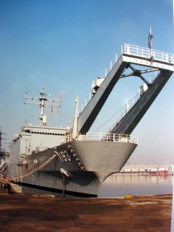 LANDING SHIP TANK (LST) CLASSE NEWPORT  793431USSFairfaxCountyLST11933