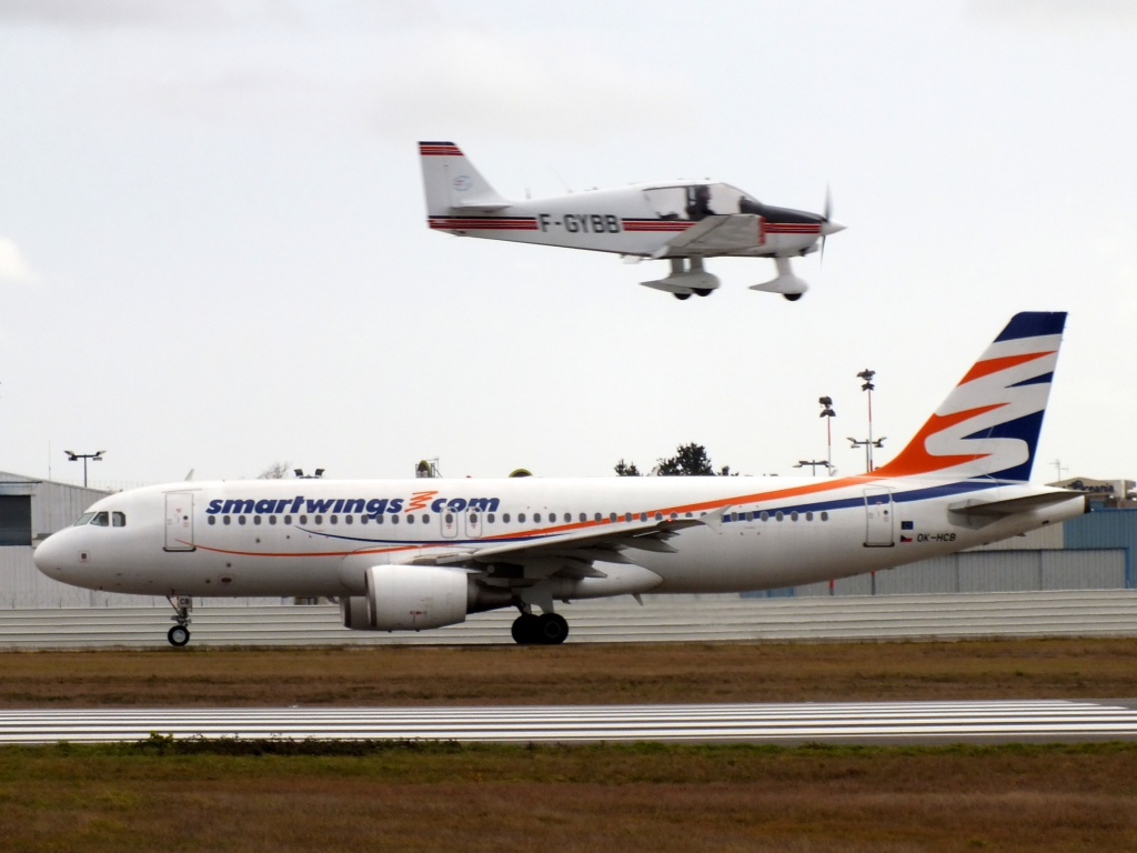 [20/05/2013] A320 (OK-HCB) Smart Wings 797429Decembren7035