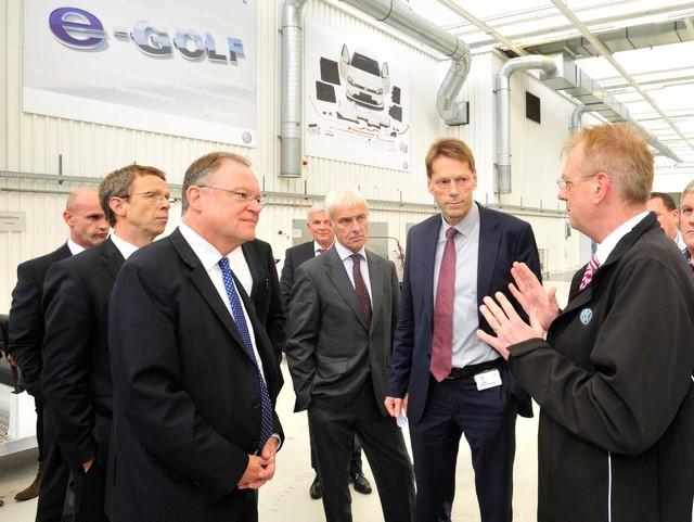 Visite de Stephan Weil, Premier Ministre, à l'usine Volkswagen de Wolfsburg  797439hddb2015al03863large