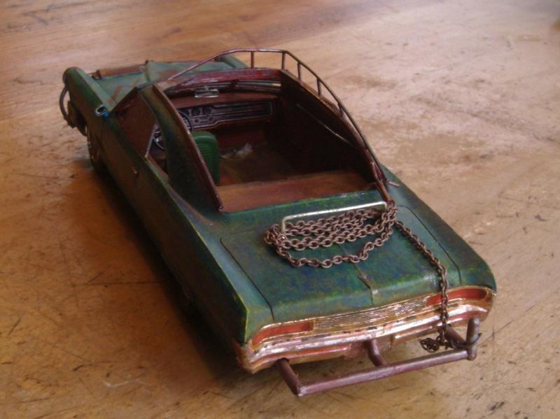 "Pontiac façon ""Mad Max"" 1/24 avec base/décor  797471GEDC5112"