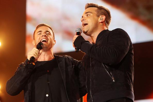 Robbie et Gary au concert Heroes 12-09/2010 797527Gary_Barlow_Heroes_Concert_Show_73gitJlkGwel