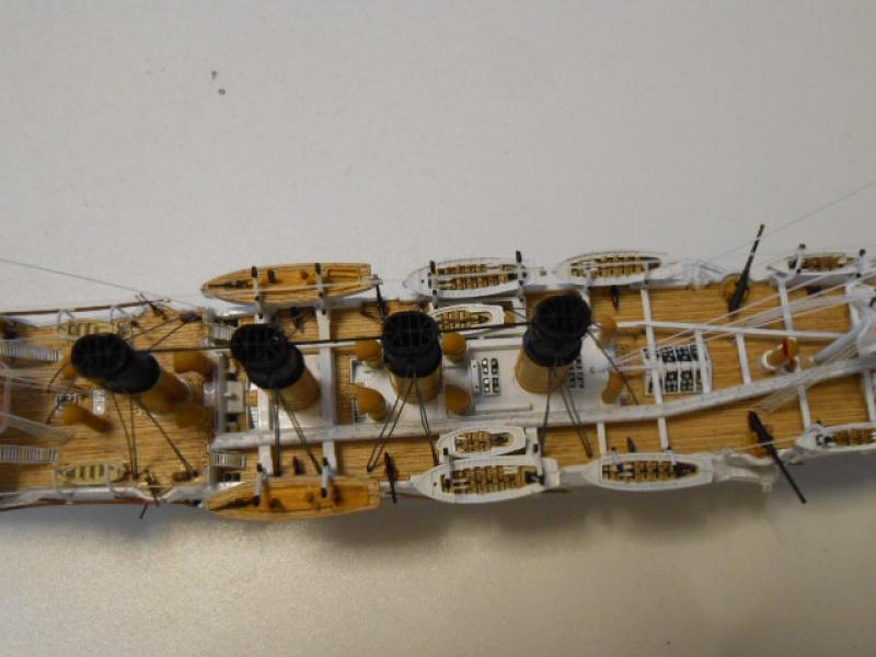 """Croiseur Russe """"VARYAG"""" 1/350 PE + Pont en bois de chez Zvezda 797793Croiseur017"""