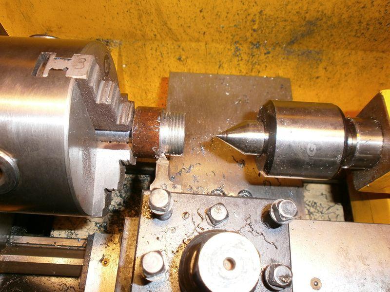 Fabrication d'un raccord pour ma pompe à lubrifiant 799048PB090021