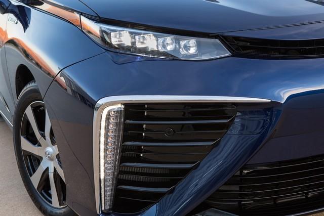 """Toyota se projette dans le futur avec la berline à pile à combustible 'Mirai'"""" 8021252016ToyotaFuelCellVehicle035"""
