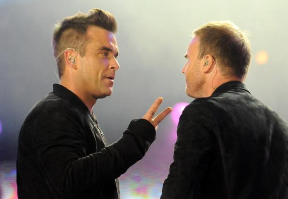 Robbie et Gary au concert Heroes 12-09/2010 804614Gary_Barlow_Heroes_Concert_Show_GHB3Lia49Kzl