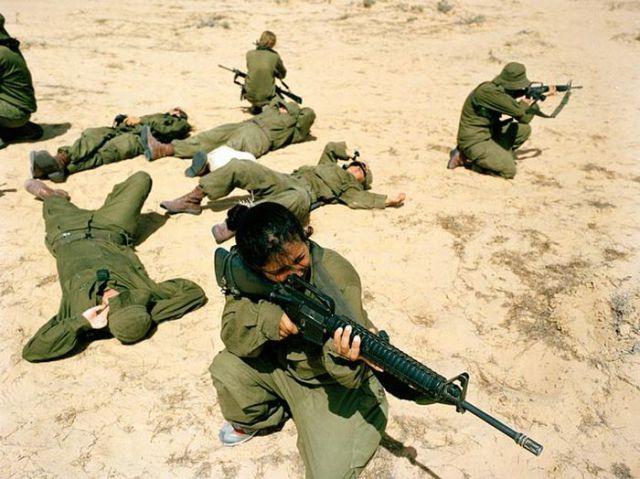 Armée Israélienne 810585israeli_military_girls_640_61