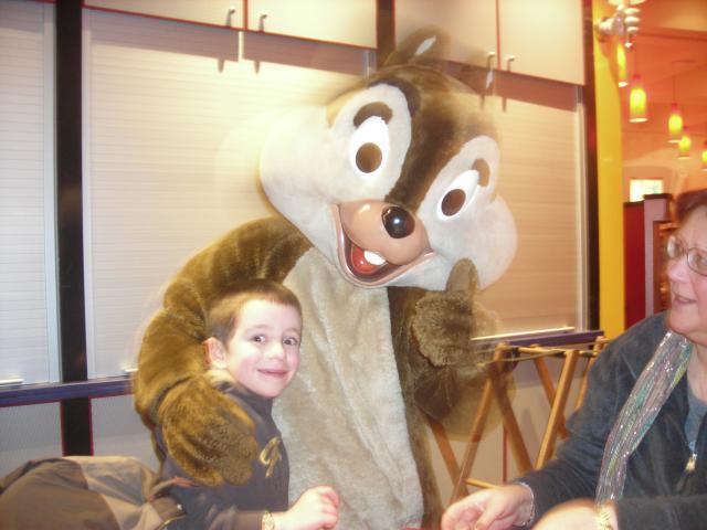 [Disneyland Paris] Premier séjour au DLH (31 janv.-2 fév. 2011) + un anniversaire inoubliable ! - Page 4 812059141
