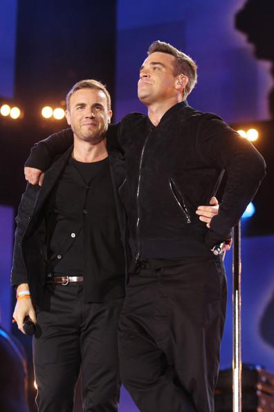 Robbie et Gary au concert Heroes 12-09/2010 821541Gary_Barlow_Heroes_Concert_Show_GjEoo9L6WXml