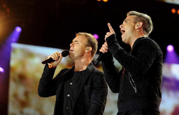 Robbie et Gary au concert Heroes 12-09/2010 823309Gary_Barlow_Heroes_Concert_Show_1F4pnc11bEPl